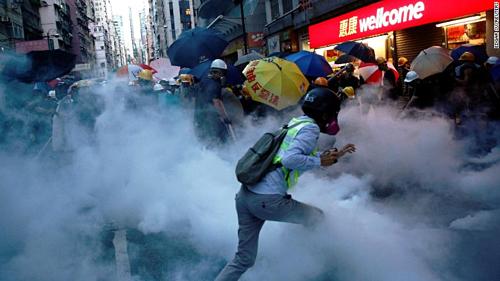 Một góc quang cảnh biểu tình ở Hong Kong hôm 28/7 vừa qua. Ảnh: CNN