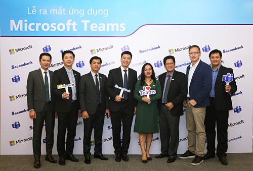 Đại diện SCB và Microsoft trong lễ ra mắt ứng dụng Microsoft Teams.