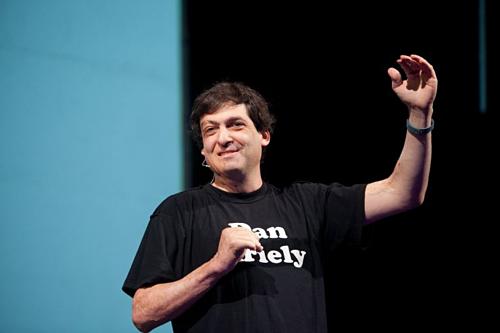 Chuyên gia kinh tế học hành vi Dan Ariely. Ảnh: Mary R