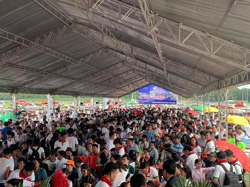 Hơn 1.000 khách hàng tham dự lễ khởi công công viên trung tâm dự án.