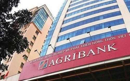 Bên ngoài trụ sở Agribank tại Hà Nội.