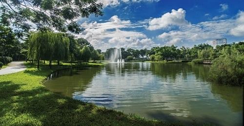 Hệ thống hồ điều hòa không chỉ mang lại cảnh quan thơ mộng trong quần thể công viên ở Celadon City mà còn là hồ chứa chống ngập trong những trận mưa lớn ở Sài Gòn.