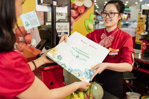 Hơn 10.000 chiếc túi sử dụng nhiều lần của VinMart đã được tặng cho những