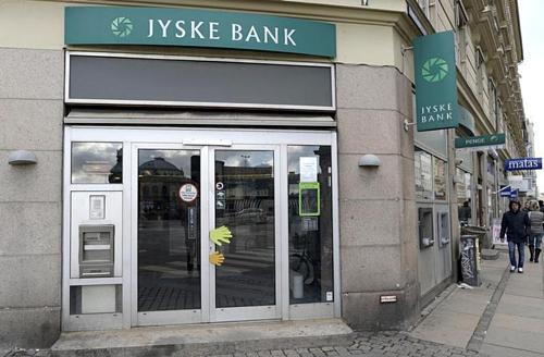 Bên ngoài văn phòng của Jyske Bank tại Copenhagen. Ảnh: Reuters