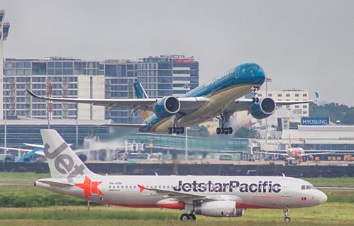 Máy bay chuẩn bị cất cánh tại Tân Sơn Nhất.