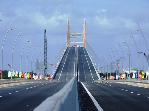 Cầu Bạch Đằng (Quảng Ninh) được đầu tư theo hình thức BOT. Ảnh: Minh Cương