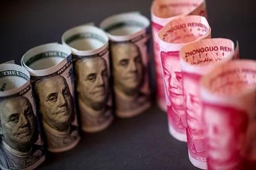 Đồng đôla Mỹ và nhân dân tệ Trung Quốc. Ảnh: Bloomberg