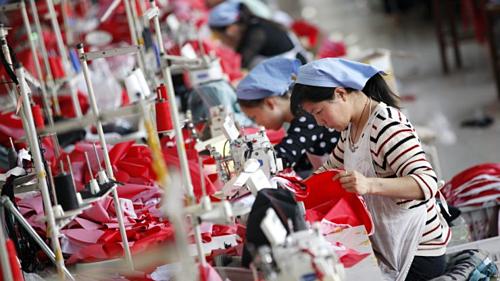 Công nhân trong một nhà máy may ở An Huy (Trung Quốc). Ảnh: AFP