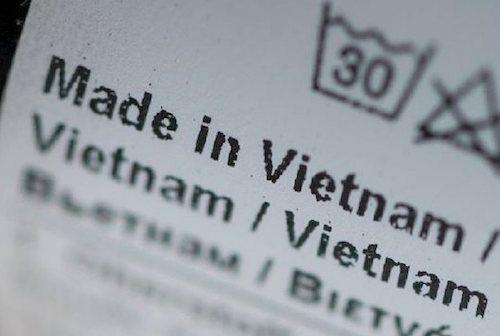 Hàng hoá ghi nhãn made in Vietnam khi có tỷ lệ giá trị gia tăng nội địa tối thiểu 30% và công đoạn sản xuất cuối cùng không phải gia công đơn giản. Ảnh: T.L