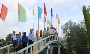 Mcredit xây cầu dân sinh tại Cà Mau trước mùa mưa bão