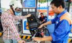 Giá xăng có thể giảm tiếp vào ngày mai