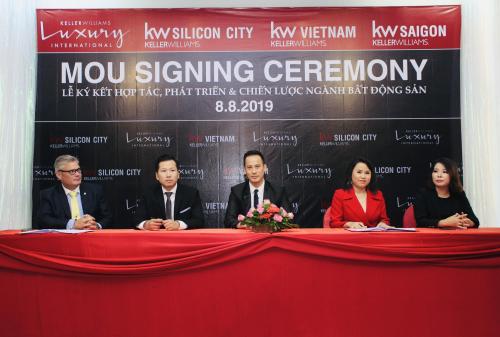 Đại diện KW Silicon City, KW Luxury International, KW Việt Nam và KW Saigon tại lễ ký kết.