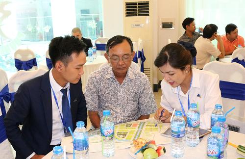 Khách hàng tìm hiểu về dự án đất nền TNR Stars Thoại Sơn tại An Giang.