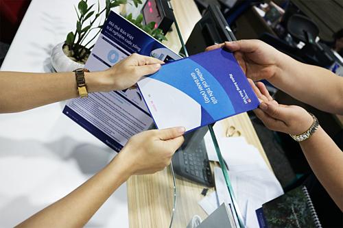liên hệ bất kỳ Chi nhánh, Phòng giao dịch gần nhất của Ngân hàng Bản Việt; Hotline 1900555596; hoặc truy cập website www.vietcapitalbank.com.vn