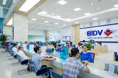 Chi tiết các chương trình khuyến mại sản phẩm dịch vụ dành cho khách hàng cá nhân của BIDV được cập nhật tại website https://www.bidv.com.vn/vn/ca-nhan/khuyen-mai.   Để biết thêm thông tin chi tiết, Quý khách vui lòng liên hệ chi nhánh BIDV gần nhất hoặc tổng đài CSKH 24/7: 1900 9247.