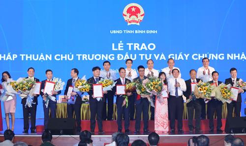 Bình Định trao chứng nhận đầu tư trong khuôn khổ hội nghị.