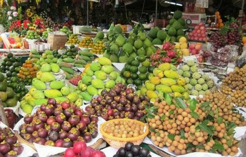 Trái cây Việt được bán tại chợ.Ảnh: Thi Hà.