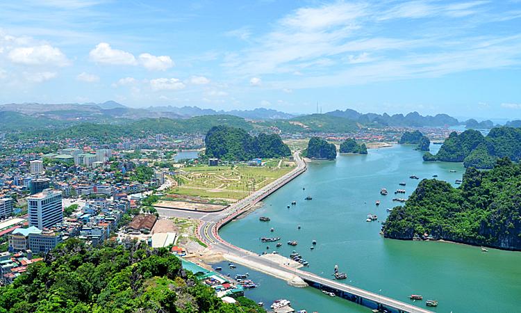 Hòn Gai (Quảng Ninh)- một trong những điểm đến thu hút các chủ đầu tư bất động sản làm condotel, chung cư.