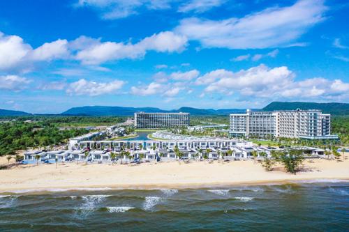 Dự án Mövenpick Resort Waverly Phú Quốc nhìn từ hướng biển.