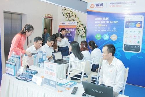 Gian hàng Ví Việt thu hút sự quan tâm của nhiều khách mời tại hội thảo Hợp tác phát triển công nghệ thông tin và viễn thông Việt Nam 2019.