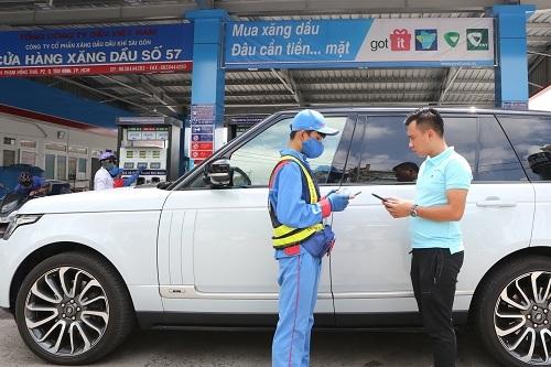 Khách hàng cá nhân có thể thanh toán xăng dầu trên ứng dụng di động.