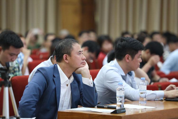 Khách mời lắng nghe các diễn giả tại sự kiện AI4VN.