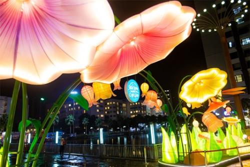 Đèn Trung thu khổng lồ có mặt tại 70 trung tâm thương mại Vincom
