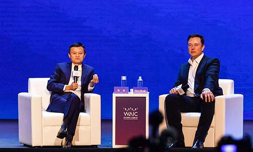 Jack Ma và Elon Musk nói chuyện tại hội nghị hôm nay ở Thượng Hải. Ảnh: AFP