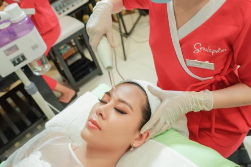 Diễn viên Nam Thư tham gia một lộ trình chăm sóc da tại học viện.
