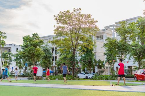 Cộng đồng cư dân hiện hữu tại KĐT Bách Việt- đón bẩy mạnh mẽ làm gia tăng giá trị thương mại và tự doanh