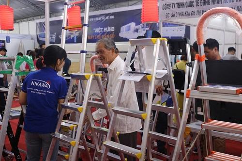 Các sản phẩm thang nhôm Nikawa thu hút sự quan tâm của nhiều khách hàng tại triển lãm Vietbuild 2019.