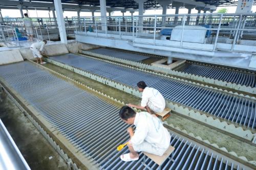 Các đặc điểm kỹ thuật và công nghệ của Nhà máy sau khánh thành giai đoạn mộtgồm: Chất lượng nước sạch, áp lực nước đủ lớn, không cần sử dụng các bồn chứa và máy bơm trung gian; kiểm soát tốt và giảm thiểu việc thất thoát nước; cấu hình công nghệ tiên tiếncủa châu Âu lần đầu tiên áp dụng tại Việt Nam để đảm bảo tính hiệu quả tiết kiệm nước thô và tiết kiệm năng lượng.