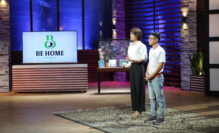 CEO Lê Tiểu Luân (trái sang) cùng cộng sự trình bày dự án tại chương trình phát sóng tối 4/9.