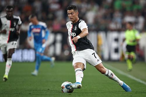 Cristiano Ronaldo chơi trong trận ởTurin hôm 31/8. Ảnh: AFP