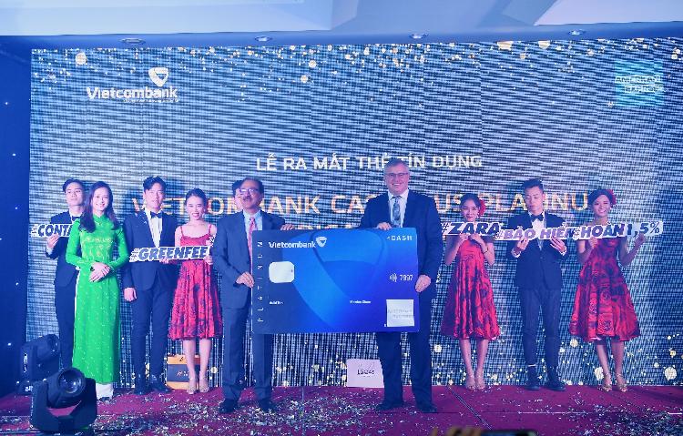 Đại diệnVietcombank tại lễ ra mắt dòng thẻ Amex Cashplus Platinum mới đây.