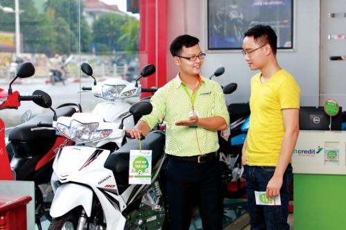 Sản phẩm vay mua trả góp xe máy của Mcredit giúp khách hàng có thể vay tối đa 100 triệu đồng trong thời gian tới 36 tháng.