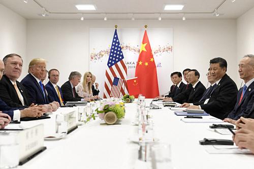Tổng thống Mỹ Donald Trump và Chủ tịch Trung Quốc Tập Cận Bình gặp gỡ vào ngày 29/6 tại Osaka, Nhật Bản. Ảnh: AP