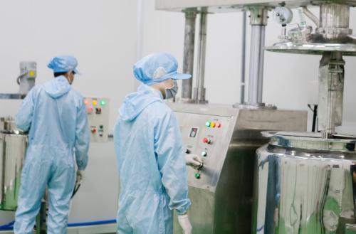 Bên trong nhà máy sản xuất mỹ phẩm Kanna Cosmetics tại Bình Dương.