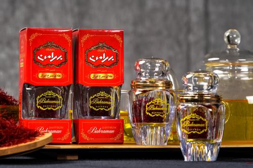 Sản phẩm Saffron Bahraman được phân phốilà sợi Super Negin loại 1 cao cấp,đóng trong hộp giấy hoặc thủy tinh.