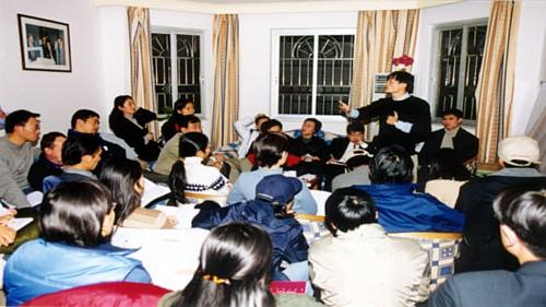 Một cuộc họp của các nhà sáng lập Alibaba năm 1999. Ảnh: Alibaba