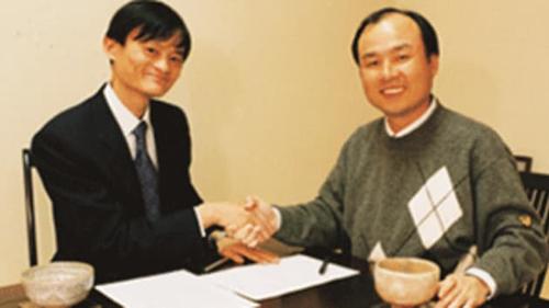 Jack Ma và ông chủ SoftBank Masayoshi Son năm 2000. Ảnh: Alibaba