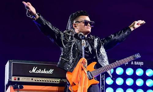 Jack Ma trình diễn trong lễ chia tay Alibaba. Ảnh: WSJ