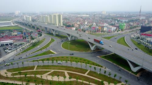 Cầu vượt nút giao Long Biên, nối cầu Đông Trù với quốc lộ 5. Ảnh: Bá Đô.