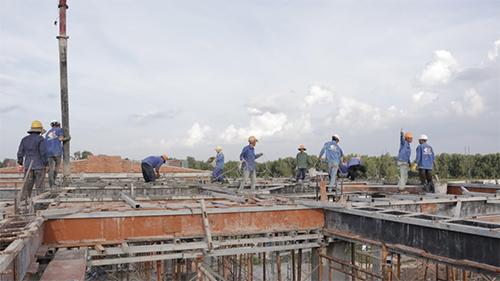 Công tác tiến độ đang được đẩy mạnh để hoàn thiện và bàn giao nhà cho khách hàng