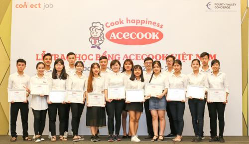 Các sinh viên Việt được nhận học bổng Acecook.