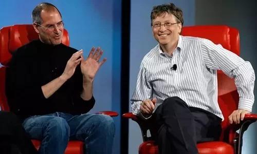 Steve Jobs và Bill Gates trong một diễn đàn năm 2007. Ảnh: CNET