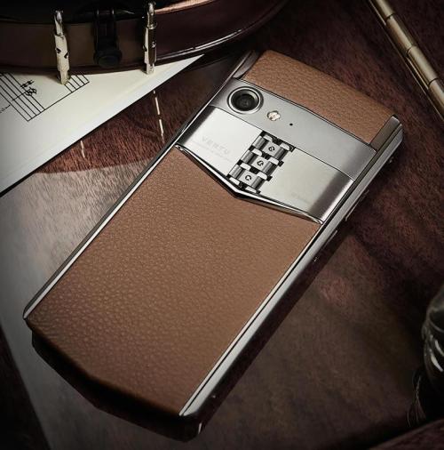 Aster P, mẫu smartphone mới nhất của Vertu.