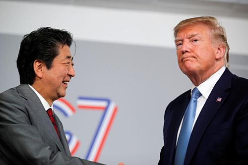 Thủ tướng Nhật Bản Shinzo Abe và Tổng thống Mỹ Donald Trump tại Hội nghị G7. Ảnh: Reuters