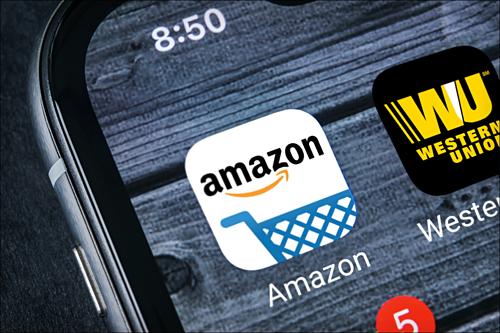 Ứng dụng trên điện thoại của Amazon và Western Union. Ảnh: The Street