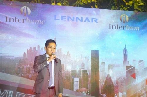 Chris Đặng, Chủ tịch Interimm và Interhome phát biểu tại sự kiện.